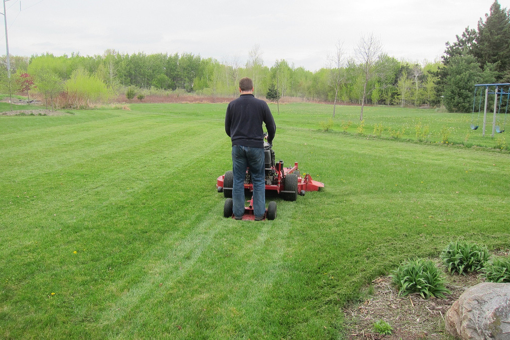 Hire a Commercial Mowing Company in Amarillo, TX